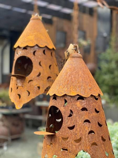 Bilde av Dekorativt fuglehus i rust